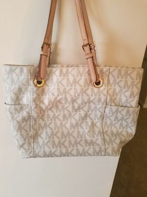 Michael kors cream tote for Sale in Fredericksburg, VA