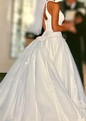 Wedding dress with detachable train for Sale in Atlanta, GA