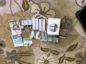 Nintendo wii with super smash bros brawl,wii sports resort,fifa 15 and wii sports and 4 controllers,2 slot controller charger, 1 wii motion plus, 2 n for Sale in Fort Belvoir, VA