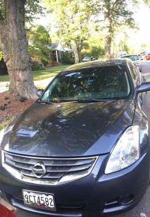 Nisan altima 2011 for Sale in Silver Spring, MD
