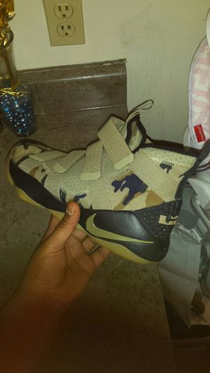 736b4c7abfb4 LeBron Soldier XI  CAMO MENS Sz. 10.5 for Sale in Omaha