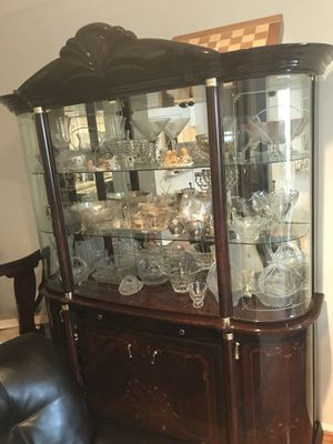 Antique Style China Cabinet for Sale in Los Angeles, CA
