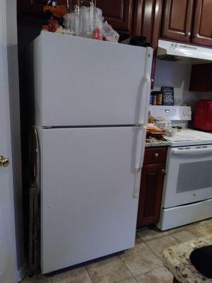 GE ice maker fridge for Sale in Fairfax, VA
