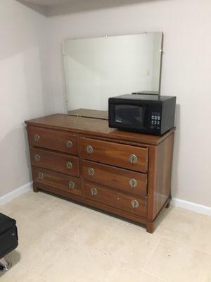 Dresser with mirror for Sale in Fairfax, VA