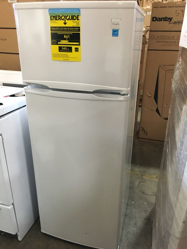 Avanti Small Frost Free Refrigerator White (Apartment Size) 7.4 Cu Ft  E-Star 2-Door for Sale in Hayward, CA - OfferUp