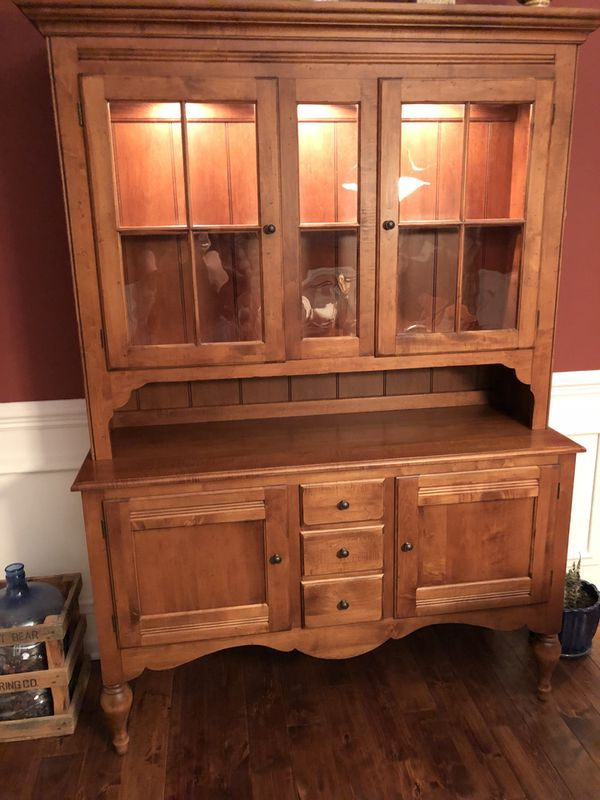 Ethan Allen Dining Room Set With 2 Leaf Extends To 120 Comes 6 Chairs And China Hutch For Sale In Millstone NJ