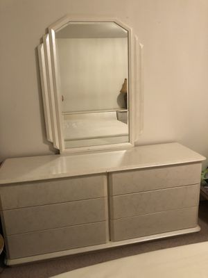 Bedroom Drawer Dresser for Sale in Fairfax, VA