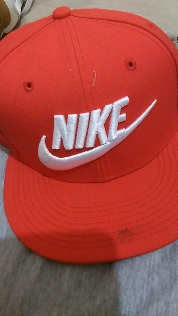Red Nike hat for Sale in Laveen Village d6105cf5d65