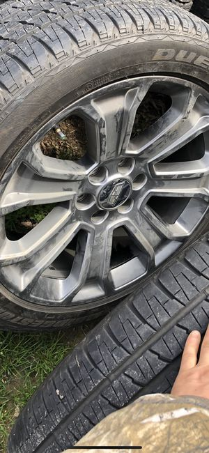 Photo 22'in tires and wheels GM CHEVY FACTORY OEM....