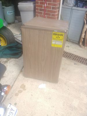 Large Mini Fridge refrigerator works great for Sale in Silver Spring, MD