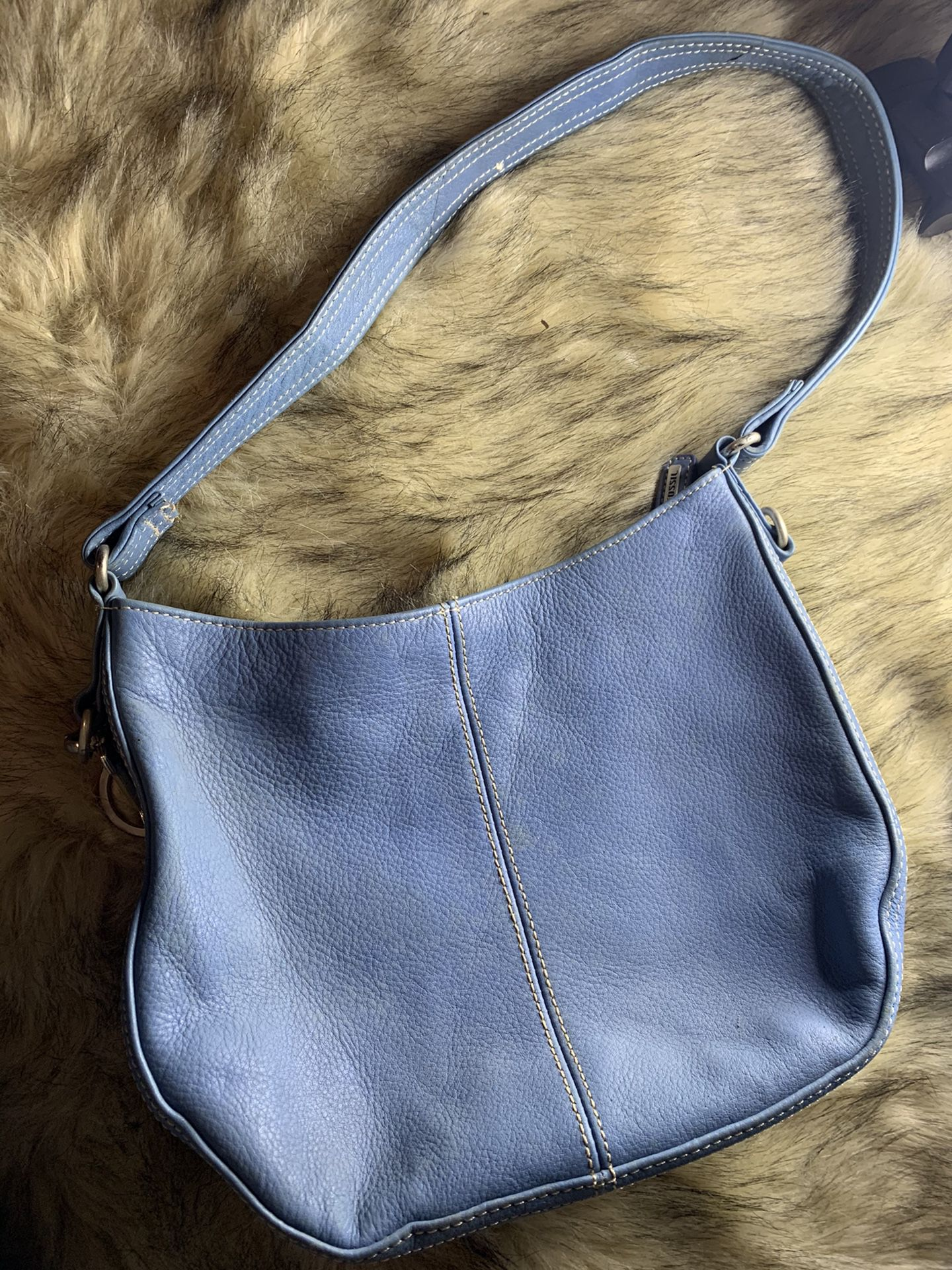 practical and comfortable fossil lady bag ideal for a quick walk in good conditions