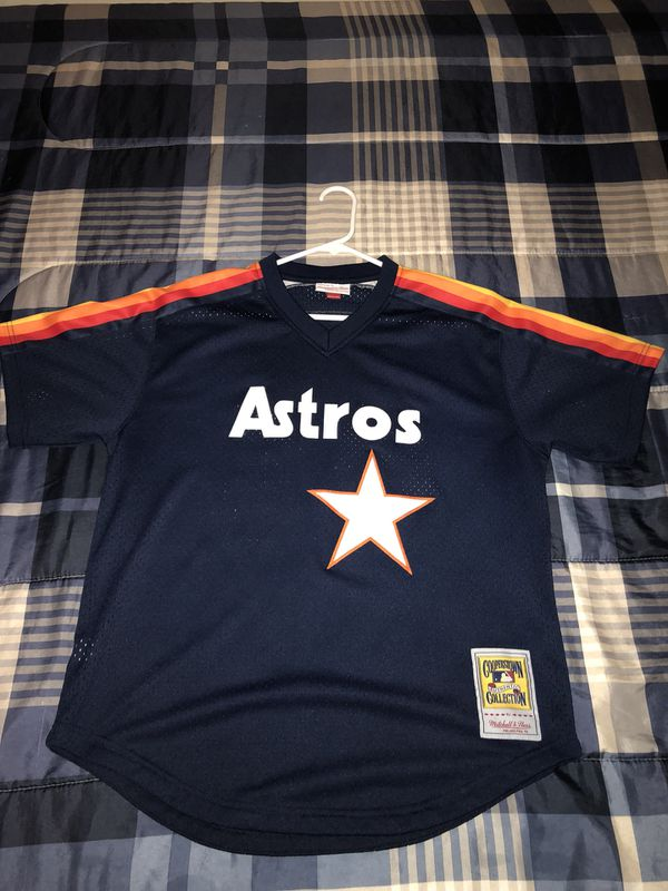 buy online 2e908 cff61 MLB Houston Astros Throwback Nolan Ryan Jersey Size L for $50 for Sale in  Hartford, CT - OfferUp