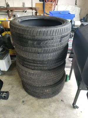Photo Michelin 285 45 22 tires $50 for all 4