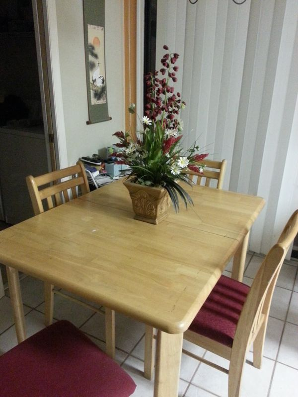 Wood Dining Room Table With 4 Chairs Centerpiece Furniture In Gainesville Fl Offerup