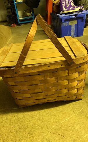 Vintage Picnic Basket in Great Shape for Sale in Westminster, MD