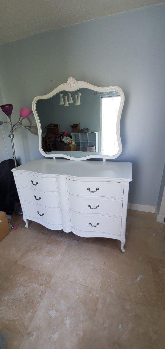 Vintage Drexel Touraine French Provincial Dresser