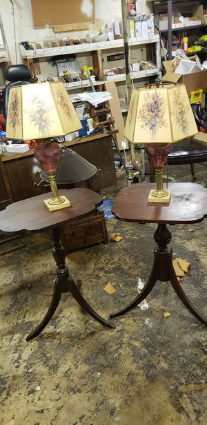 Table and lamp for Sale in Washington, DC