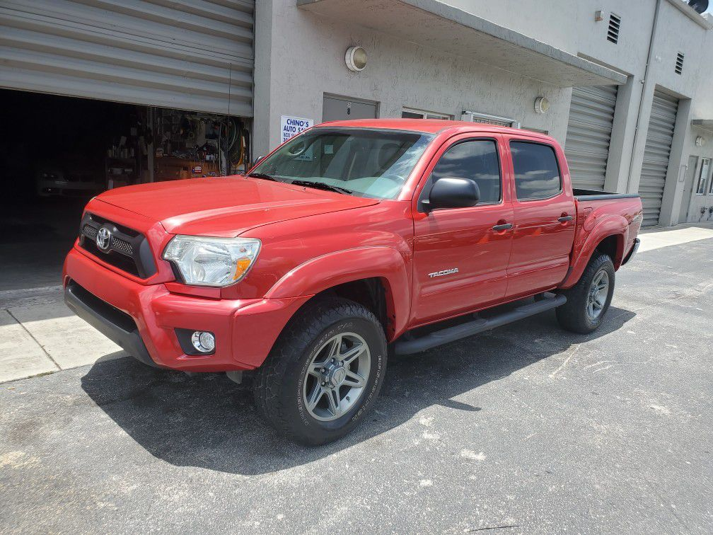 Photo 2013 toyota tacoma pre runner 4dr 4cyl sport series 24k super low miles