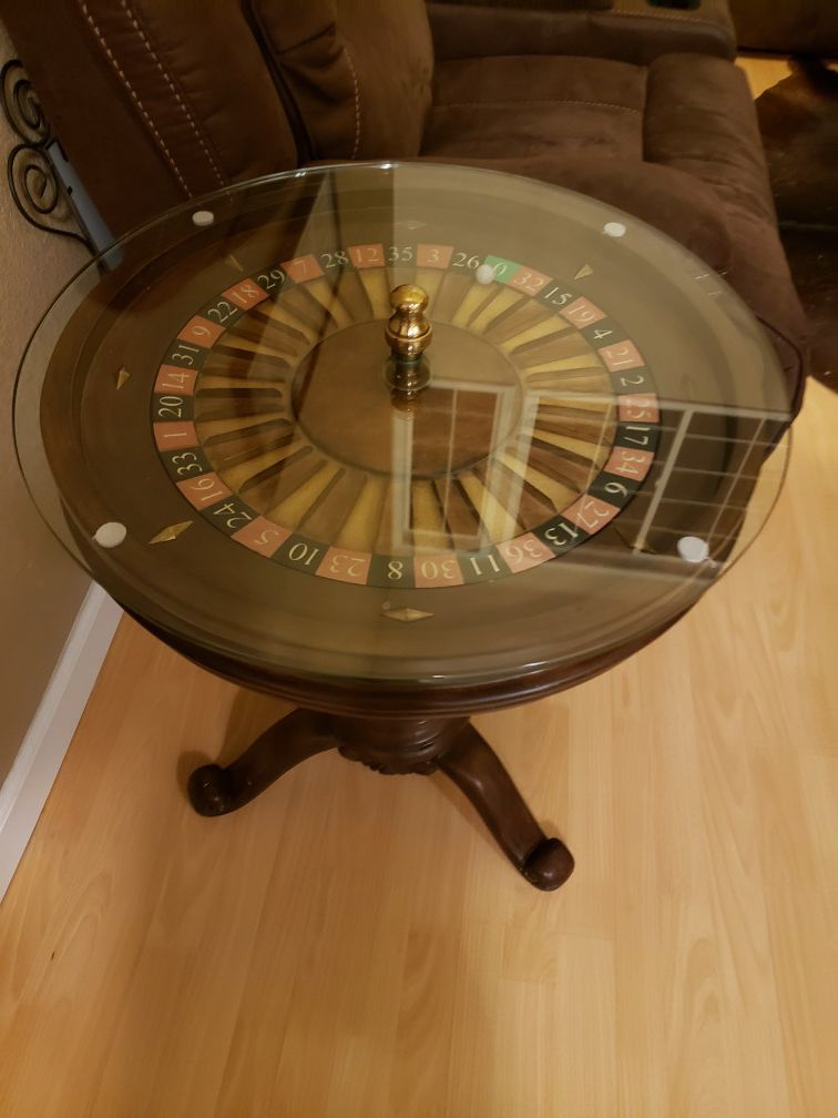 Roulette side table