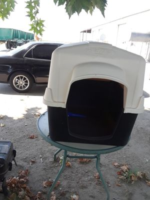 Large dog house $35 for Sale in Selma, CA
