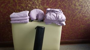 Massage Table w/ bolster and 3 sets of sheets for Sale in Chicago, IL