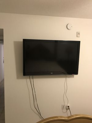"47"" LG flat screen TV (2 hdmi ports) for Sale in Miami, FL"