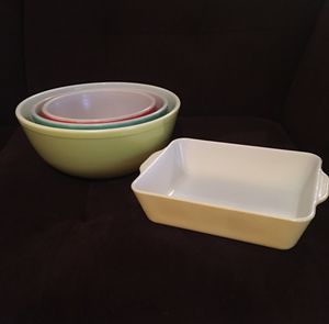 4 Vintage Pyrex Primary Colors Pieces—2 Unnumbered from 1940s for Sale in Vienna, VA