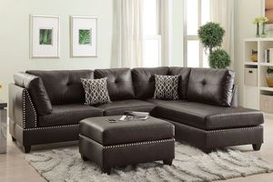 Sectional w/ Ottoman and pillows for Sale in Miami, FL