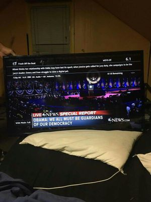 40 in sony tv with wall mount for Sale in Columbus, OH