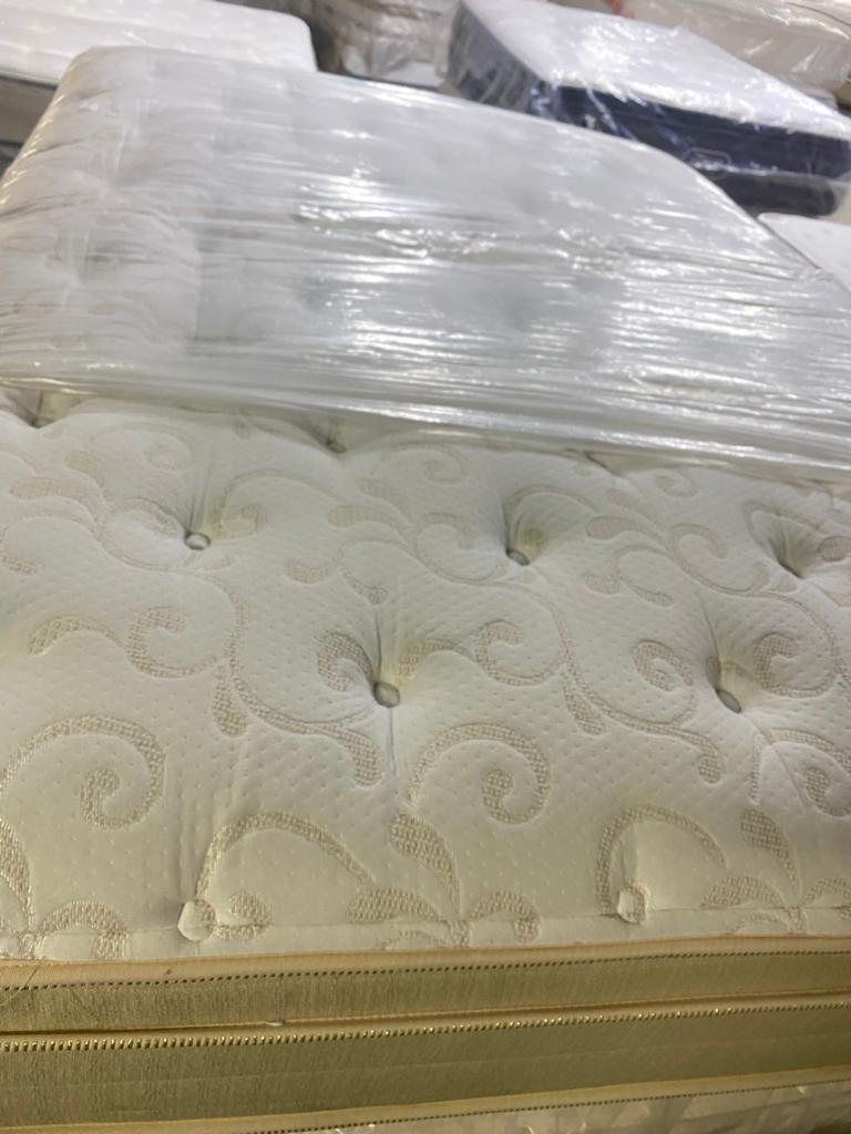 colchón y base tamaño queen