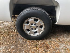Photo Chevy Silverado 6 lug wheels (rims and tires) 6x5.5