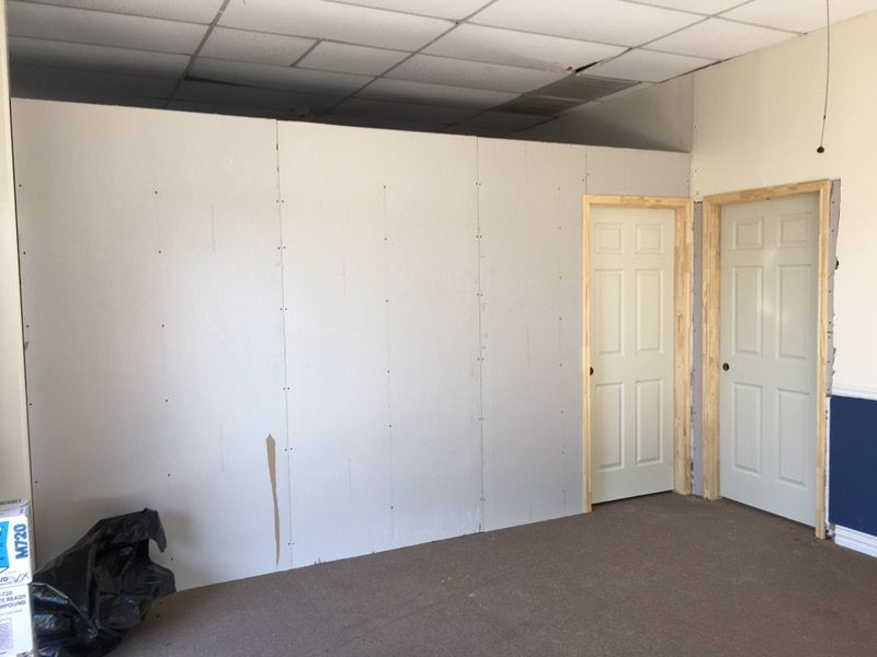 Sheetrock texture and paint remodeling