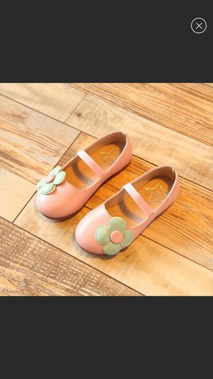 New girls pink flowers leather dress shoes for Sale in Memphis, TN