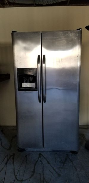 "Frigidaire Side by Side 36"" for Sale in West Los Angeles, CA"