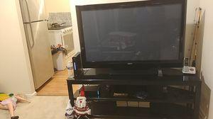 Mesa y la televisión, la televisión es un SANYO es buena marca for Sale in Washington, DC