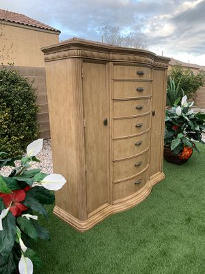 Photo BEAUTIFUL HEAVY HEAVY SOLID WOOD MASTER CHEST-BETNHARDT ( FREE DELIVERY 🚚 FIRM PRICE $550 ) GREAT CONDITION 👌🏻 ORIGINAL PRICE OVER 3K