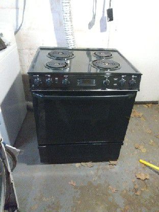 BLACK ELECTRIC STOVE for Sale in Overland, MO - OfferUp