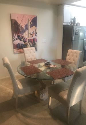Dining Room Table & Chairs for Sale in Los Angeles, CA