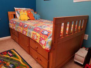 Solid Wood Twin Bedroom Set w/ Mirror for Sale in Springfield, VA