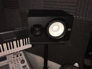 Yamaha hs5 monitor speakers and stands for Sale in Orlando, FL