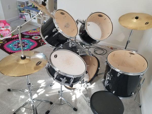 Fender Starcaster Drum set w/Chair for Sale in Richmond, VA - OfferUp