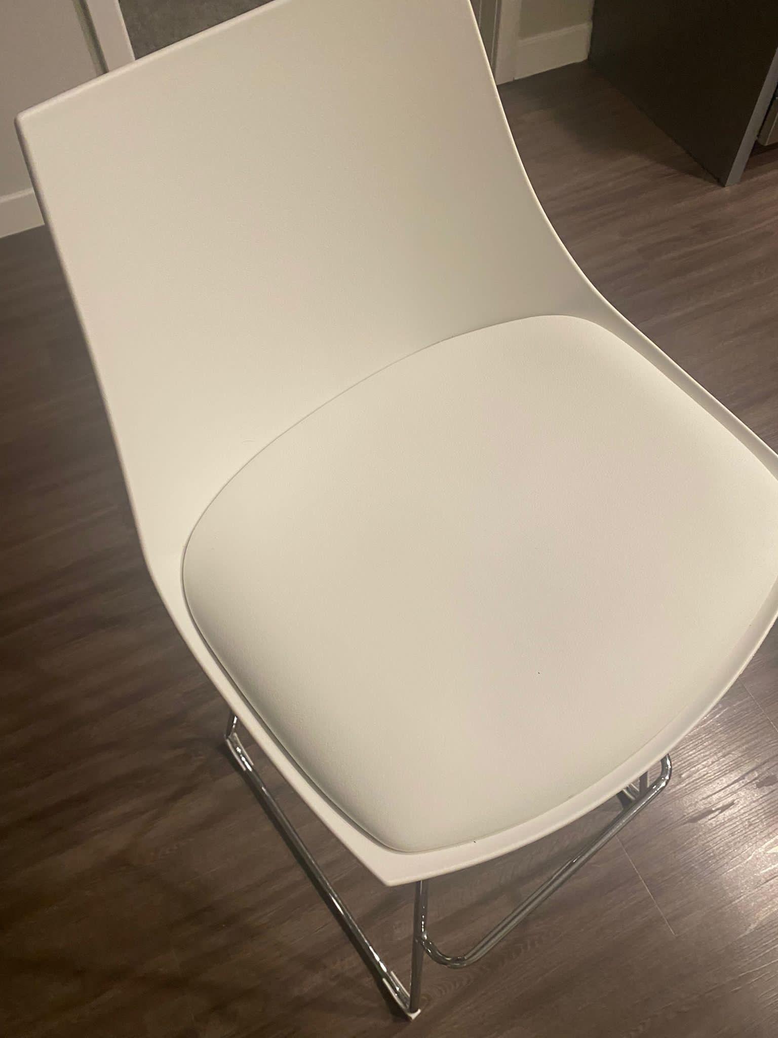 High Chairs 4  White Like New