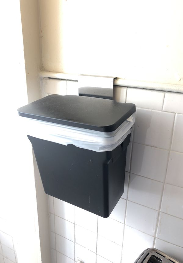 Simplehuman 10 Liter 2 6 Gallon In Cabinet Kitchen Trash Can Heavy Duty Steel Frame For Sale In San Francisco Ca Offerup