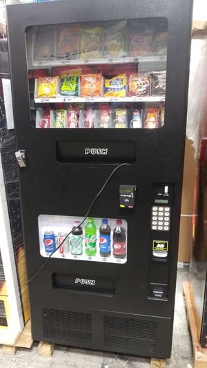 Combo vending machine with credit card reader for Sale in Montgomery Village, MD