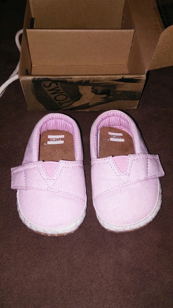 d828a14fc22 TOMS size 3 baby for Sale in Chino