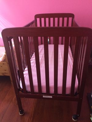 Baby crib with mattress for Sale in Leesburg, VA