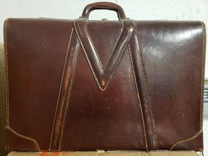 Photo Vintage Royal Chicago leather luggage suitcase. Immaculate condition. Initials of M.L.H. $85