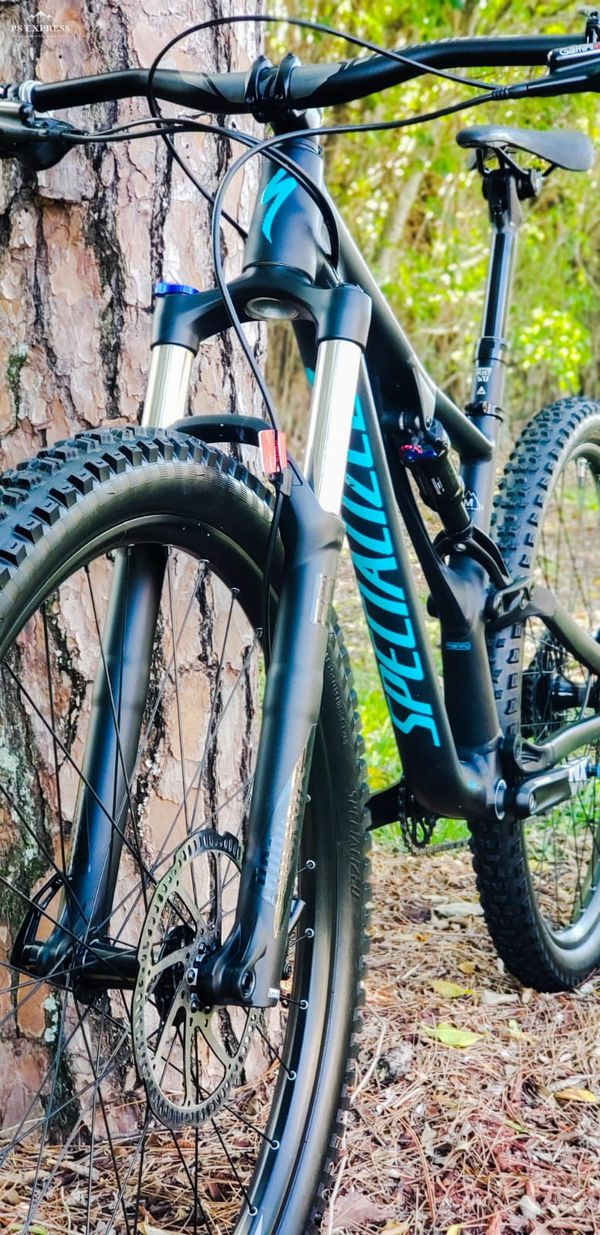 "Specialized StumpJumper 2018 Full suspension FRAME MEDIUM, TIRES 29"" ALMOST  NEW for Sale in Jupiter, FL - OfferUp"