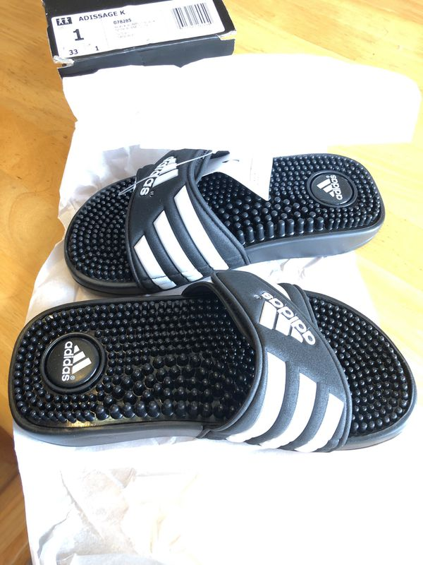 4ed573295275 adidas Adissage Kids sz 1 US for Sale in Kansas City