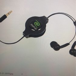 ReTrack Retractable Stereo Earbuds Black Thumbnail